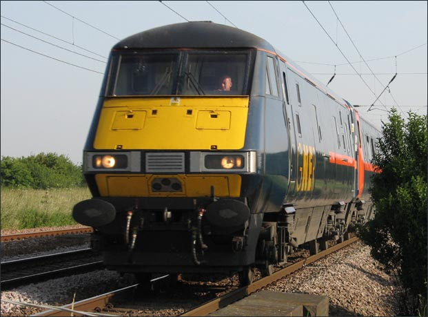 GNER up train at Conington in 2006