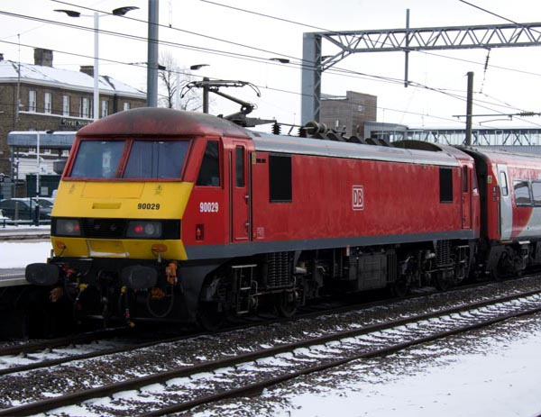 VIirgin East Coast and now LNER have hired in class 90s in 2018 .DB class 90029 is at the rear of a train at Peterborough