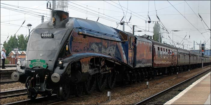 A4 Sir Nigel Gresley though Doncaster station in 2008