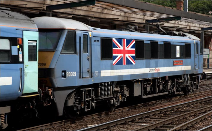Greater Anglia class 90009 Diamond Jubilee in Ipswich station