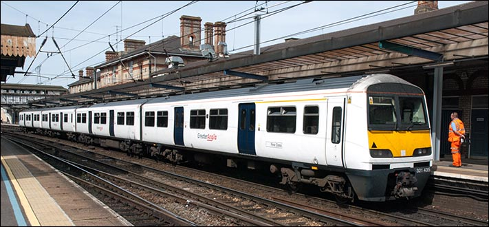 Greater Anglia 321 435 in Ipswich station