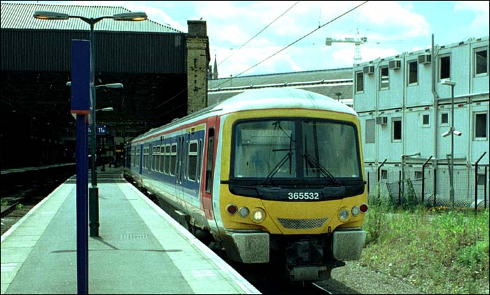 WAGN class 365532 at Kings Cross in 2004
