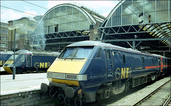 GNER class 91112 County of Cambridgeshire at Kings Cross in 2004
