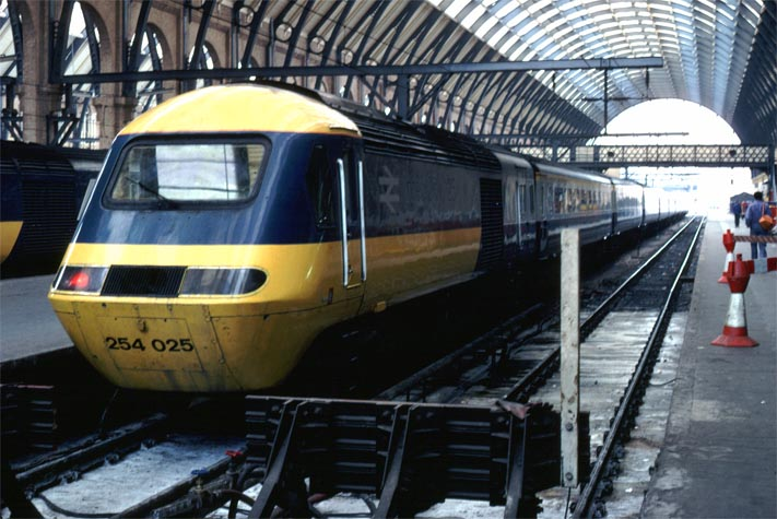 Inter City 125 HST 254 025 at Kings Cross