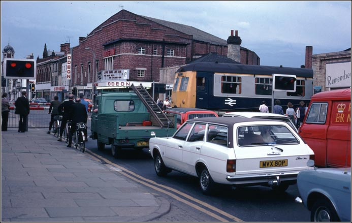 Traffic waits at the St Marks station level crossing  over  the  High  Street  in  Lincoln  in  1978.