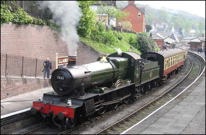GWR no.7822 Foxcote Manor in Llangollen station