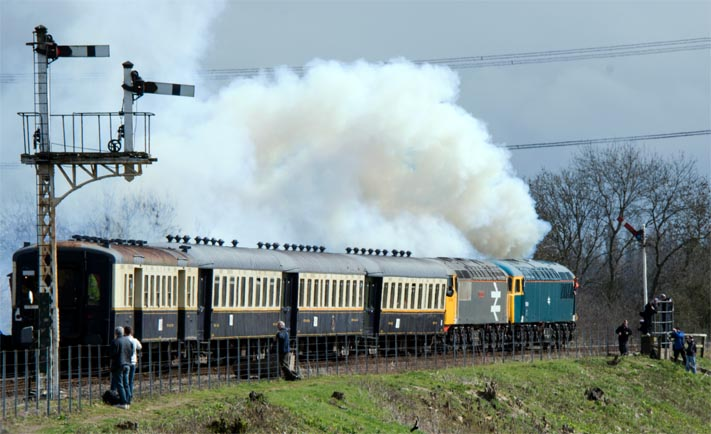 Class 56006 and class 56098  leave Wansford