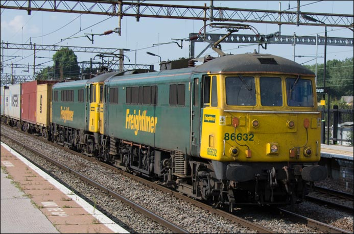 Freigthliner class 86632 and Freigthliner class 86638 at Northampton railway station on Thursday 24th of July 2014