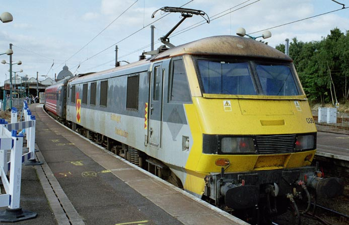 Class 90036 at Norwich station in 2005