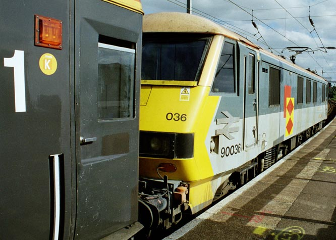 Class 90036 from the other end in Norwich station in 2005.