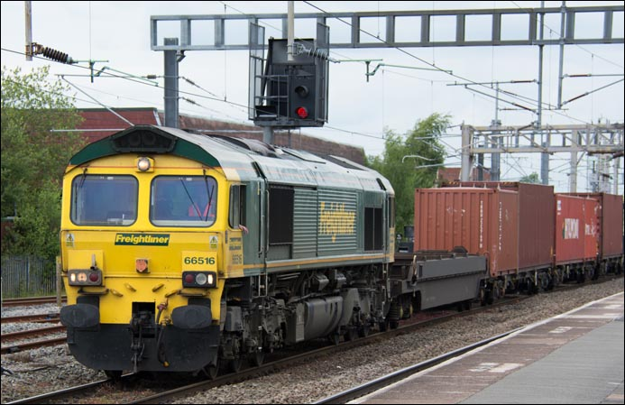 Freightliner class 66516 at Nuneaton in 2014