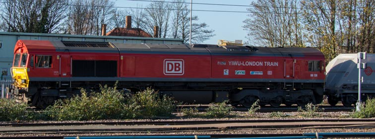 DB class 66 136 in red with 'WIWU-London Train' logo