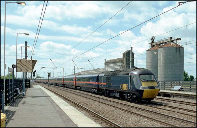 GNER HST on the down fast at Sandy station in 2004