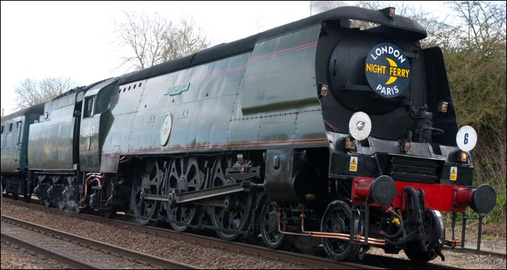 SR Light Pacific 4-6-2 no 34067 Tangmere