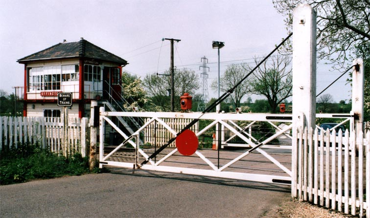 Level crossing gates at Uffington closed to the road
