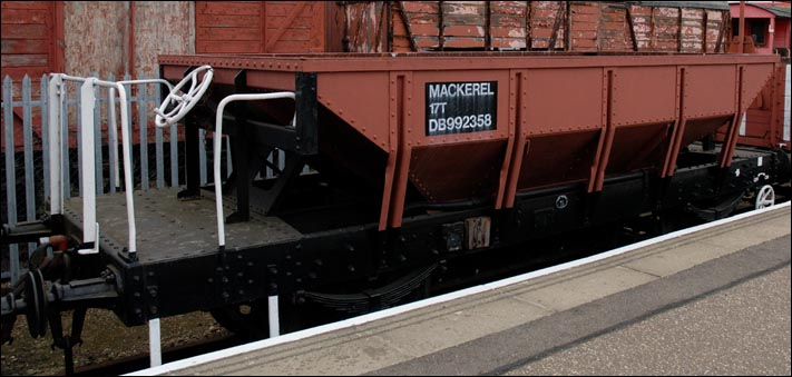 17T Mackeral DB992358 at the Nene Valley