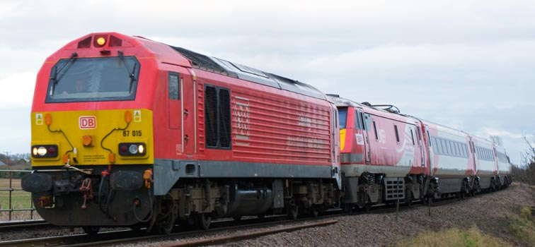 DB class 67 015 and LNER class 91132