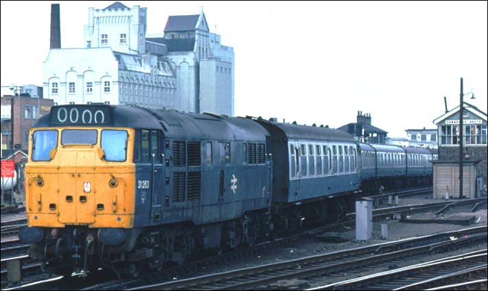 Class 31 263 leaves Cambridge station