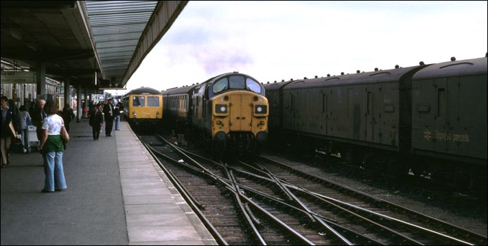 A class 37 from Kings Lynn comes into the main platform past a DMU to Peterborough.