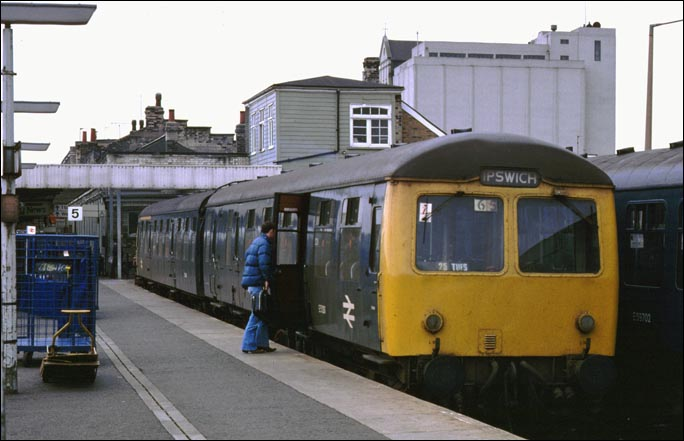 2 car DMU in platform 5 at Cambridge