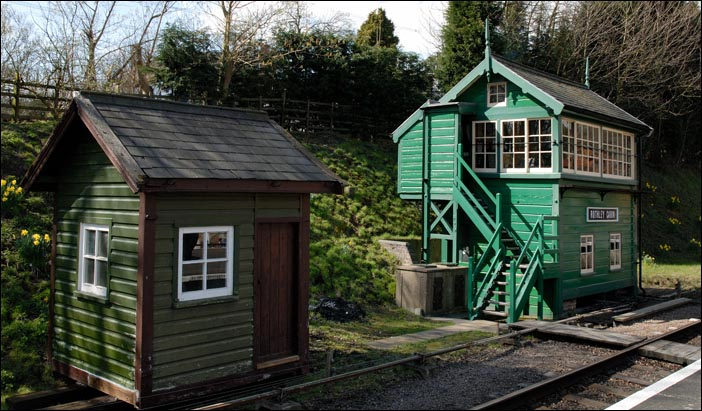 Rothley Cabin signal box and its lamp hut