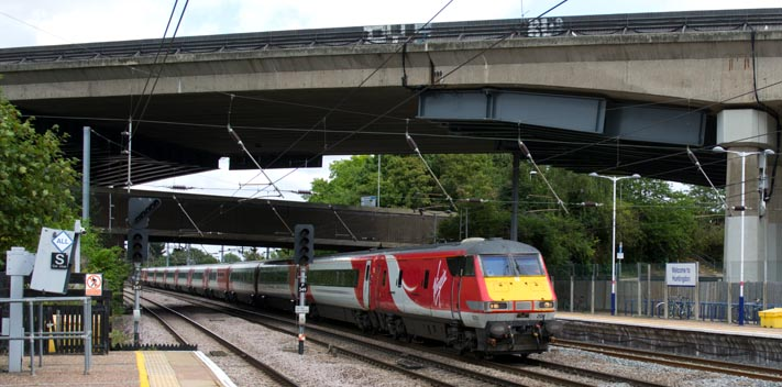 Virgin East Coast up train at Huntingdon