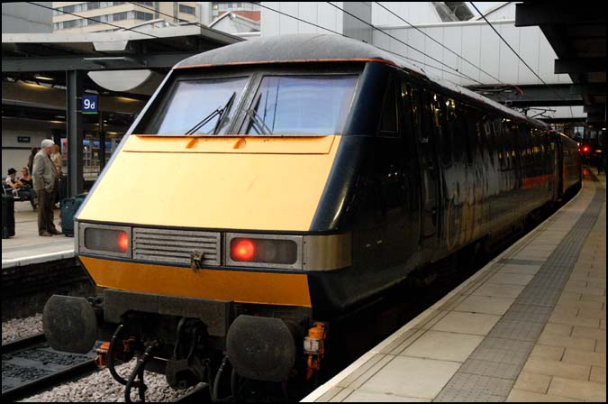 GNER train in Leeds station 2007