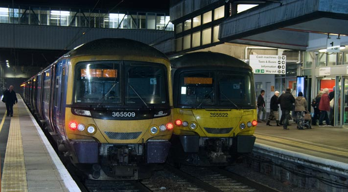 Great Northern class 365509 at Peterborough in platform 2 and 365522 in platform 1