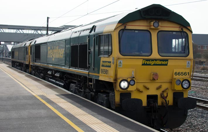 Freightliner class 66561 and class 66559