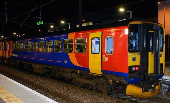 East Midlands Trains class 153385