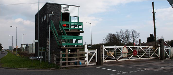 Hubberts Bridge signal box and  its level crossing gates in 2007