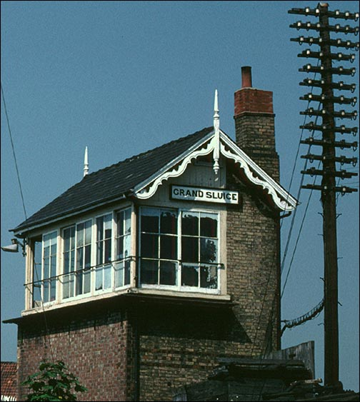 Grand Sluice signal box from the end.